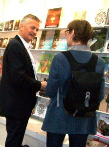 Marcel Ramirez, Vertriebs- und Marketingleitung OIO BOOKS am Messestand der Leipziger Buchmesse 2018